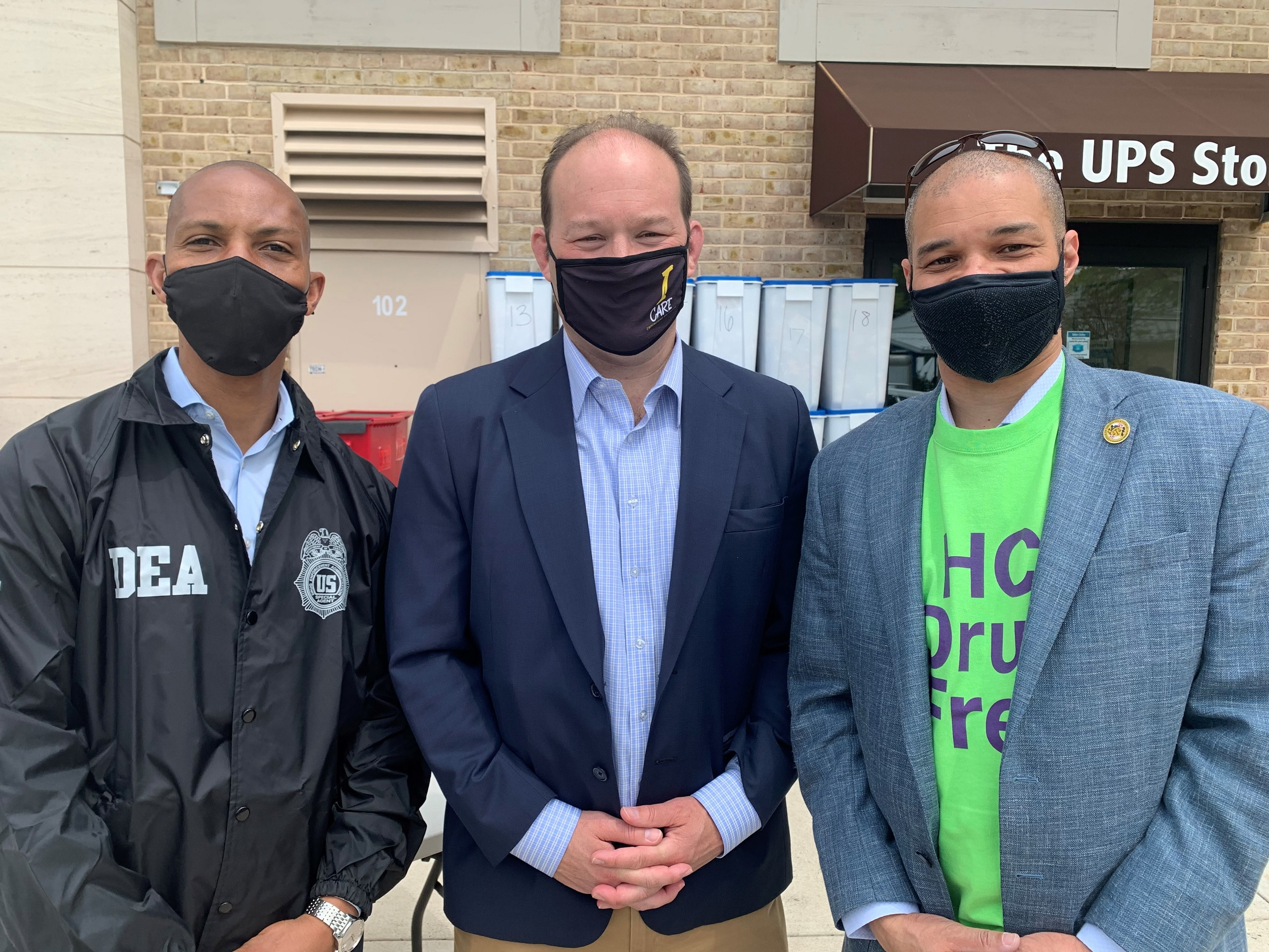 Lenzer, DEA agent and Rich Gibson at Take Back Drug Day 2021